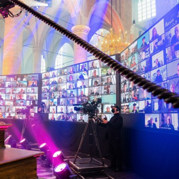 Universiteit Leiden<br /> - 2000+ deelnemers<br /> - Volledig coronaproof<br /> - 36 meter Led-wall