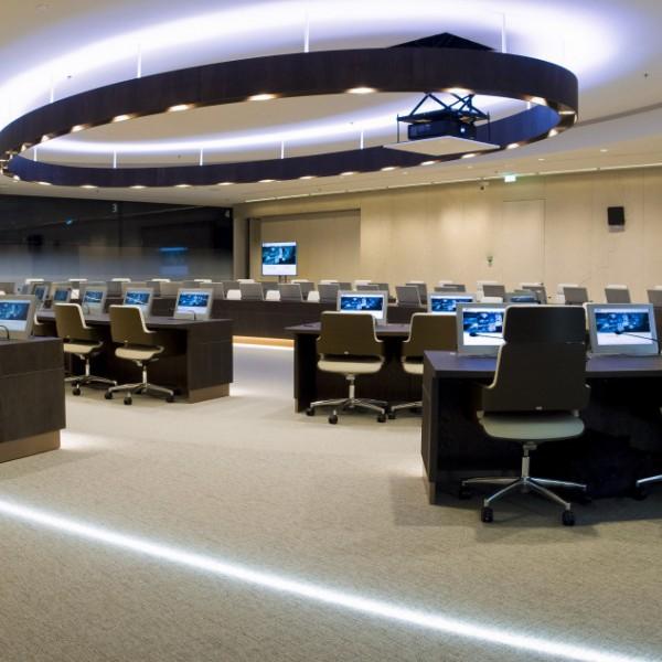 EuroJust<br /> - Grote, middel en kleine vergaderzalen<br /> - Extra beveiligde verbinding<br /> - Service en Support technicus op locatie